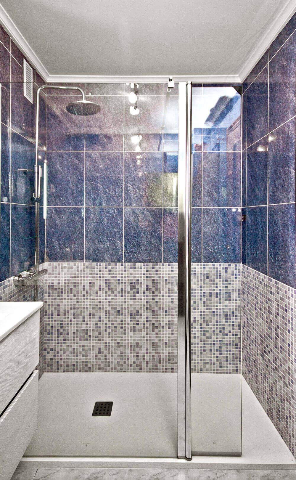 Azulejos Baño Seguro:reforma de bano con cambio de banera por plato de ducha en qtdkoro en