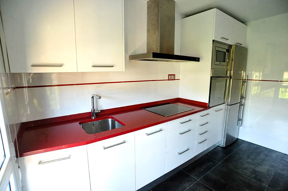 Reforma cocina decoracion diseno bilbao reformas y - Azulejos pintados cocina ...